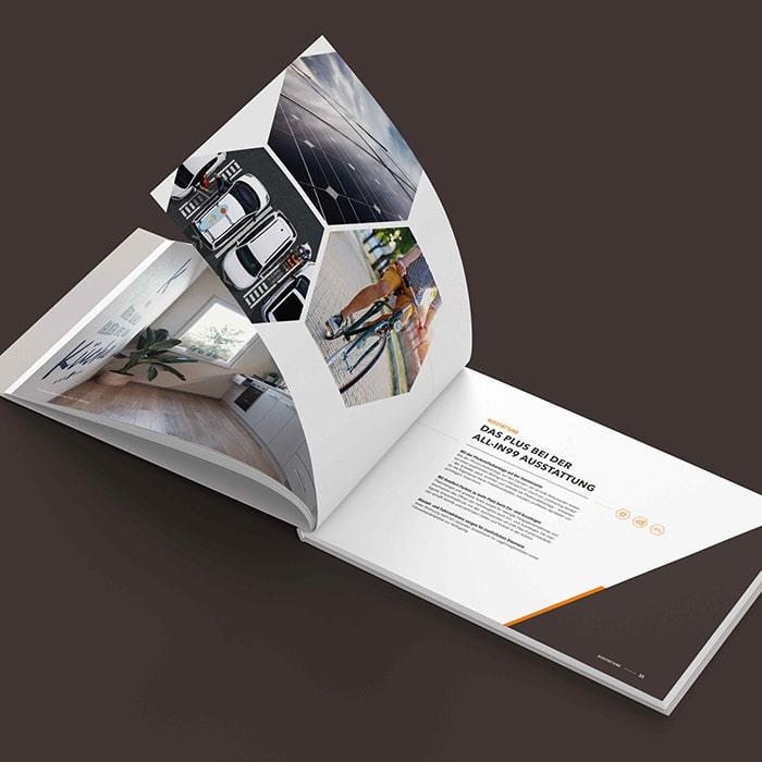 all-in99 Buch aufgeschlagen Thema Plus bei der all-in99 Ausstattung