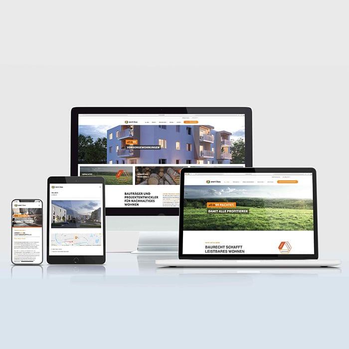 Webseite abgebildet an verschiedenen Ausgabegeräte, Bildschirm, Notebook, Tablet und Handy